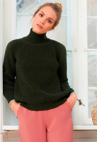 Dejlig Basic Apparel sweater!