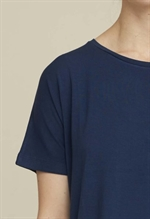 Navy tee i tencel fra Basic Apparel